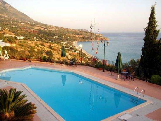 Garbis Villas & Apartments: Villas pool