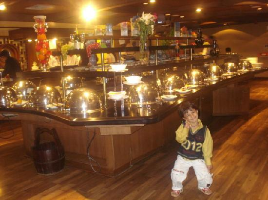 Casino Royale Goa: Buffet behind