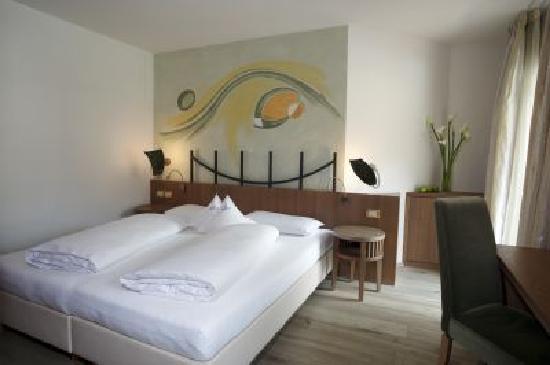Excelsior Dolomites Life Resort: camera lavarella Excelsior