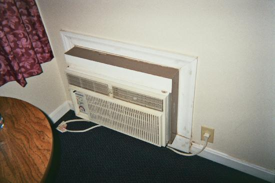 Paddlewheel Motel: ac/heat unit