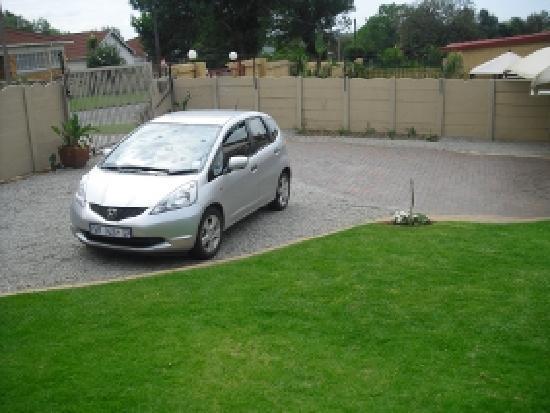 Big 5 Accommodation: innenhof mit parkmöglichkeit