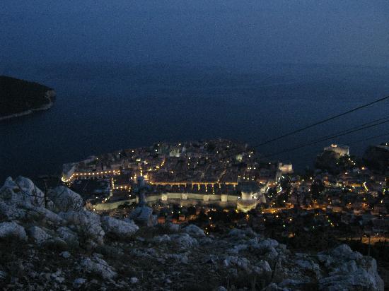 Mount Srd: ドブロブニク市街の夜景