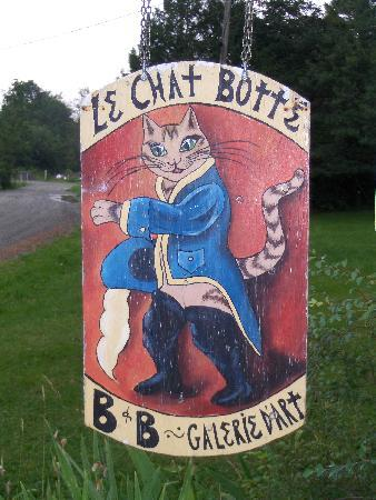 Le Chat Botte: The sign for the B&B