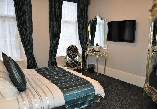Argyll Hotel: Honeymoon Room