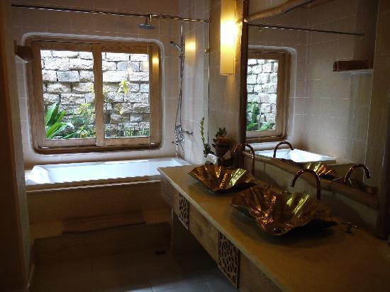 Mia Resort Mui Ne: tastefull bathroom