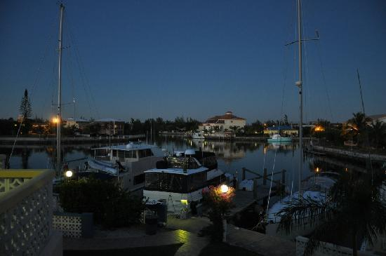 Ocean Reef Yacht Club & Resort: Por la noche