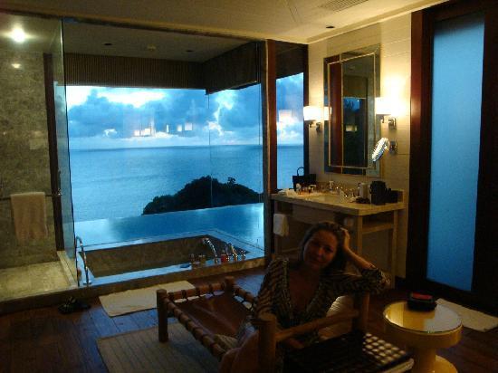 Four Seasons Resort Seychelles: amazing bathroom view