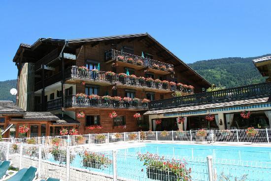 Hotel Club Le Cret: sous le soleil estival