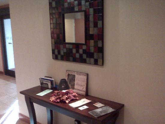 Holiday Inn Express Hotel & Suites East Lansing: Desk