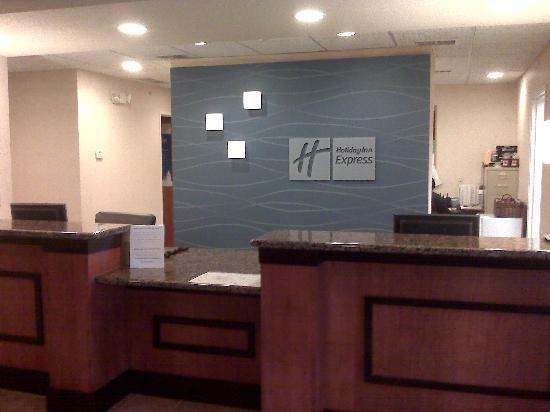 Holiday Inn Express Hotel & Suites East Lansing: Front Desk