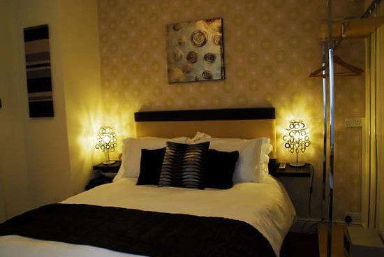 onesixtwo : Bedroom