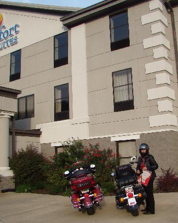 Comfort Inn & Suites: Special bike parking