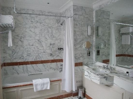The Langham, London: Classic Bathroom