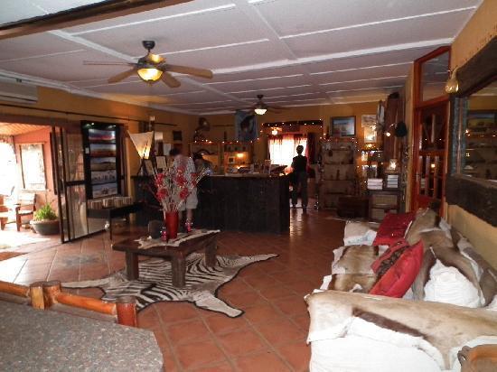 Bagatelle Kalahari Game Ranch: Lounge