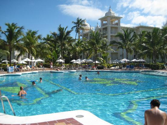 Hotel Riu Palace Punta Cana: Main Pool is Beautiful
