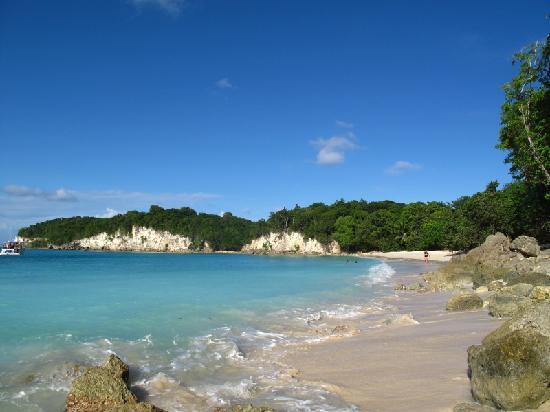 أوتل ريستوران لو فيلاج دو مينار: La jolie plage d'Anse Canot