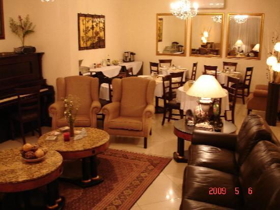 Rouxinol Boutique Hotel: Lounge and Dining Area