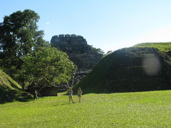 Belize Jungle Dome: pyramid at Xantanutich (?)