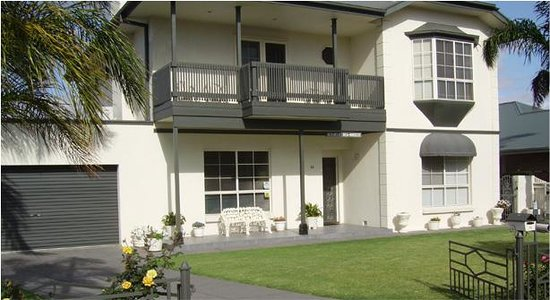 Glenelg, Australia: Front View Of Bed and Breakfast