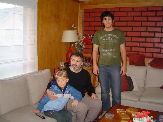 Keoken Patagonia Bed & Breakfast: Leonardo com Rodrigo e Felipe