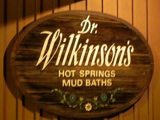 Dr. Wilkinson's Hot Springs Resort: Sign at Dr Wilkinson's in Calistoga CA
