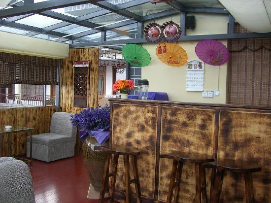 Heshunju Inn: bar