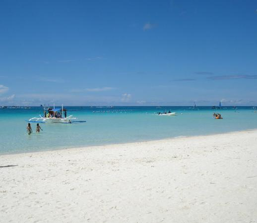 Bans Beach Resort: The beach in fron of Bans