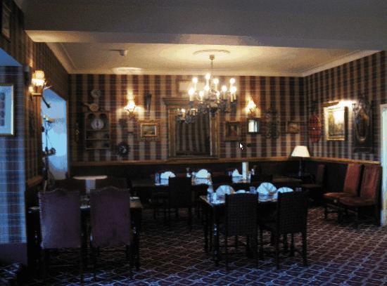 Garth Hotel & Restaurant: Dining Room evening