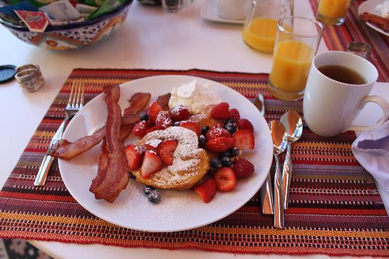 SunCatcher Bed & Breakfast: Hearty breakfast at SunCatcher Inn