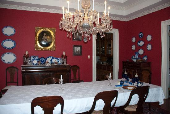 Claiborne House Bed and Breakfast: The Elegant dining room