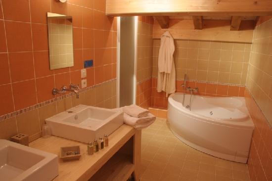 Chalet Matsuzaka Hotel & Spa : Mansard Bathroom