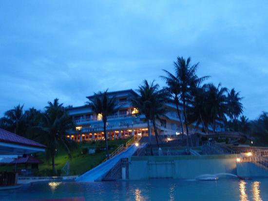 Airai Water Paradise Hotel & Spa: At Night
