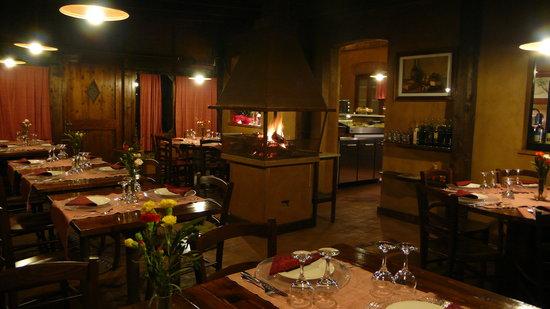 sala con camino - Picture of Trattoria del Contadino, Cetona ...