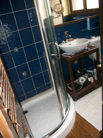 WaterColors Boracay Dive Resort: Nice bathroom