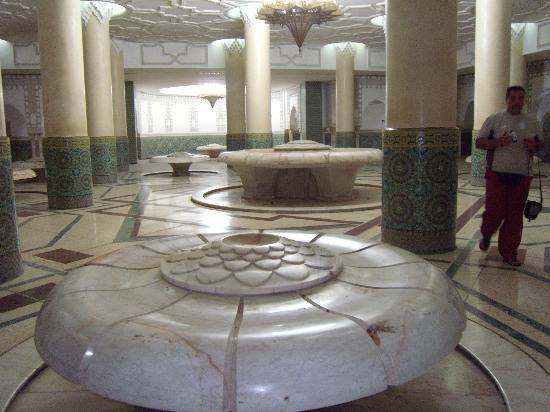 Casablanca, Marokko: Salle des ablutions de la mosquée