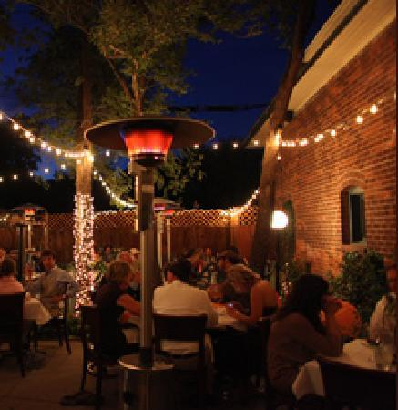 Brix Restaurant and Wine Bar: Outside dining is romantic