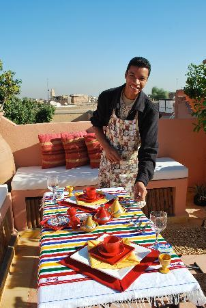 Riad Amirat Al Jamal: Breakfast of the roof courtesy of Said