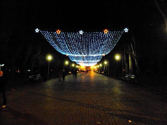 Volgograd, Russie : Heldenallee bei Nacht