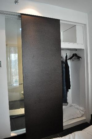 Grand Borneo Hotel: Cabinet n Bathroom attached