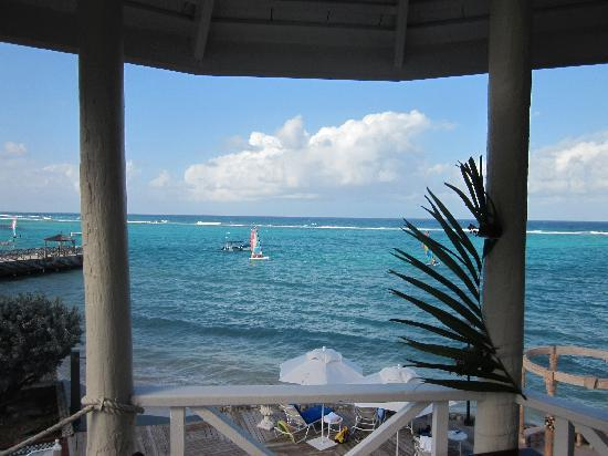 Jewel Dunn's River Beach Resort & Spa, Ocho Rios,Curio Collection by Hilton: Lovely view from top of pool