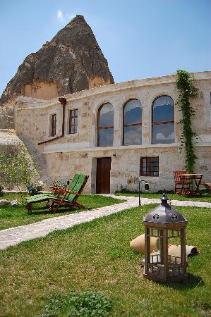 Traveller's Cave Hotel: Garden-1