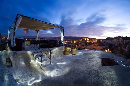 Traveller's Cave Hotel: Garden-2