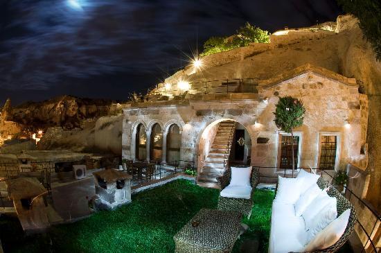 Traveller's Cave Hotel: Garden-3