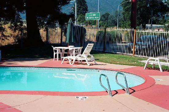 Super 8 Ukiah: Poolside at Super 8 in Ukiah