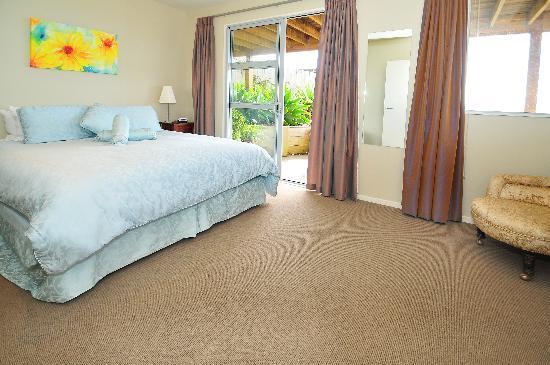 Tahi Lodge - Matakana Coast: Matakan Suite - King Bedroom