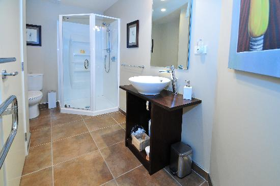 Tahi Lodge - Matakana Coast: Matakana Suite - Bathroom