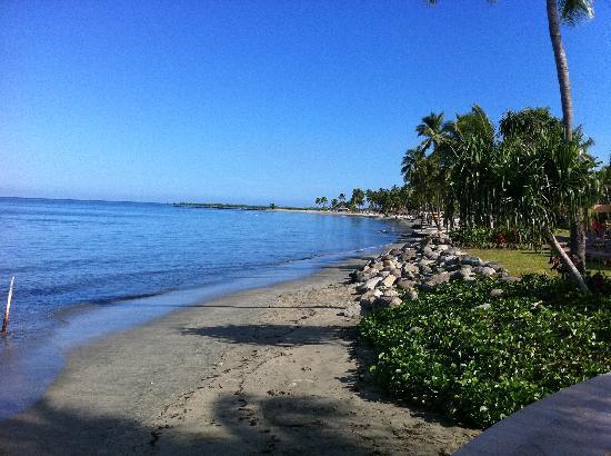 Radisson Blu Resort Fiji Denarau Island : Beach outside the hotel
