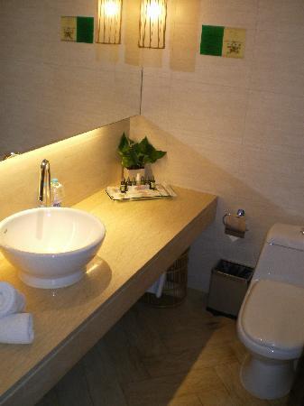 Donlord International Hotel : Badezimmer