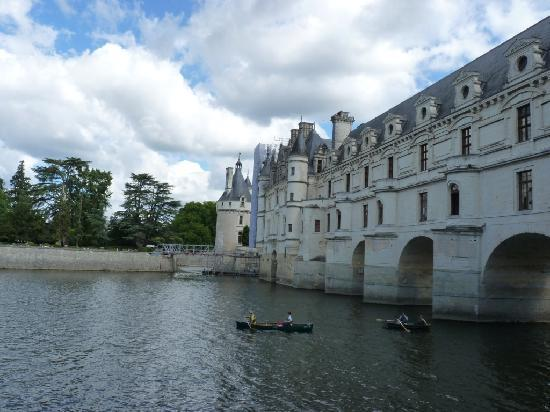 Castillo de Chenonceau: Canoe rental on water near castle