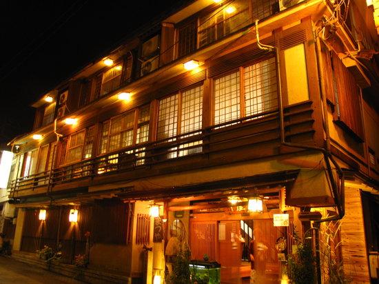 Senshinkan Matsuya: Hotel at night